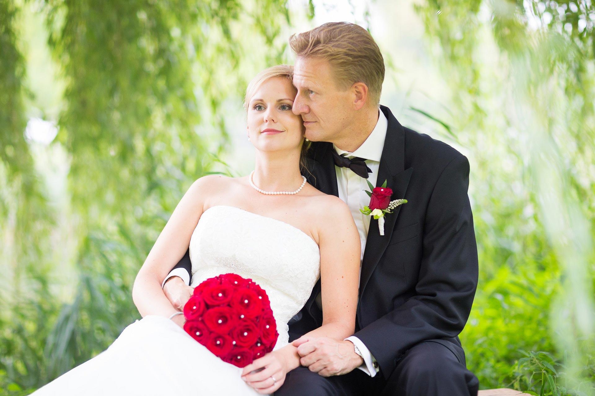 Brautfrisur romantisch-elegant