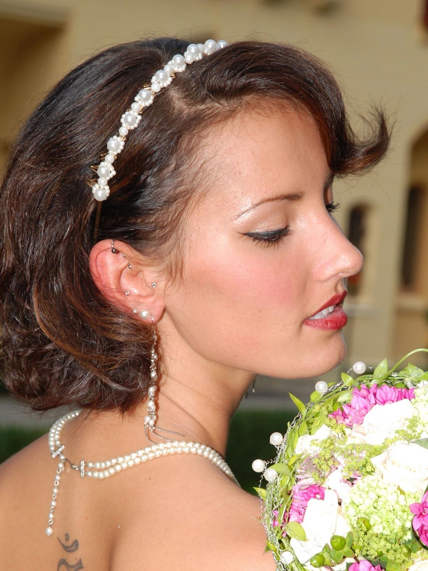 Hochzeitsfrisur halblange Haare