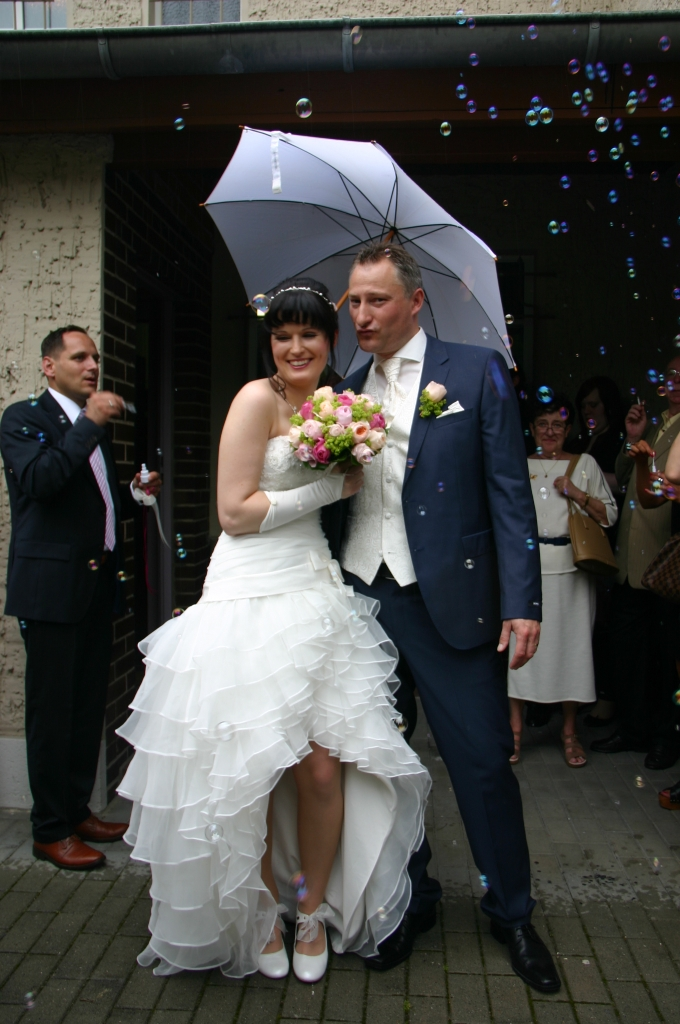 Brautfrisur im Nacken gesteckt