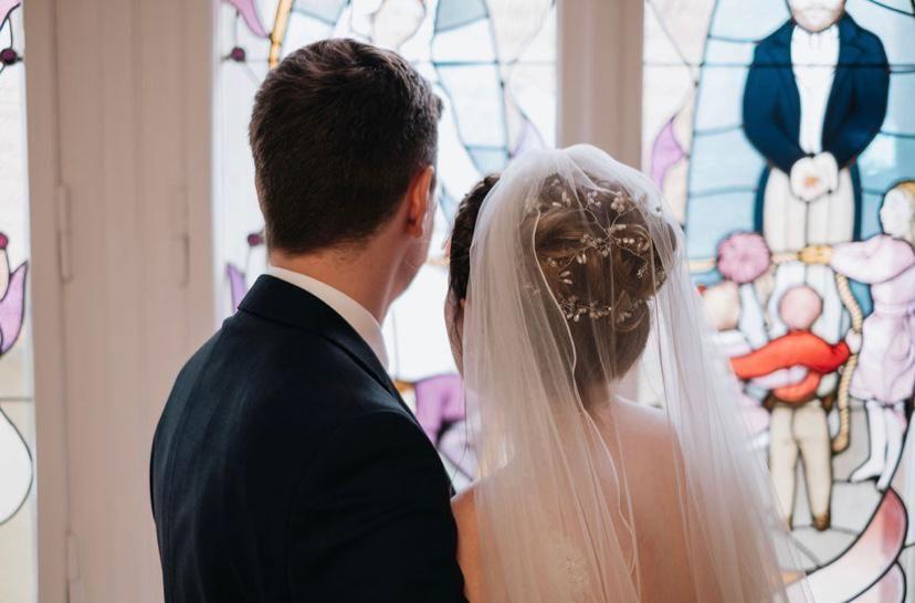 Hochzeitsfrisur-hochgesteckt-Haarschmuck